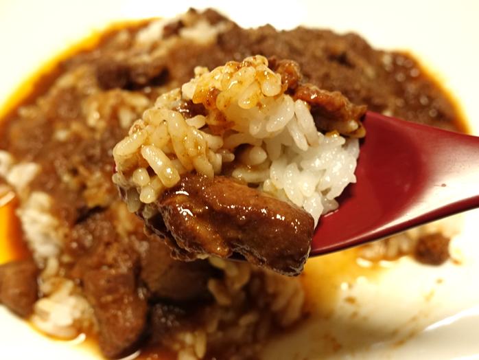 negombo33(埼玉所沢)のラムキーマチキンカレーを混ぜながら食べる