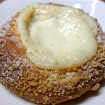リトルマーメイドのチーズケーキクランチとパイン&クリームチーズを食す