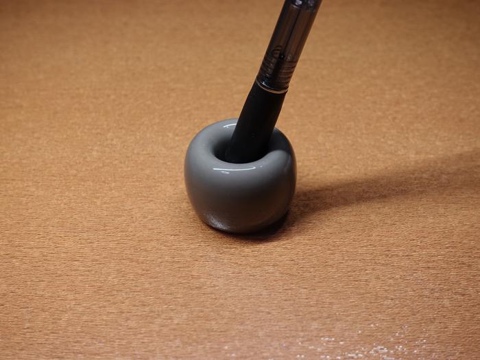 無印良品の歯ブラシスタンドにボールペンをさしたところ