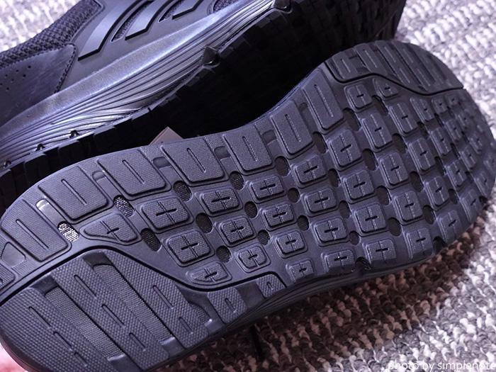 アディダス ランニングシューズ GLX4 Mの靴底