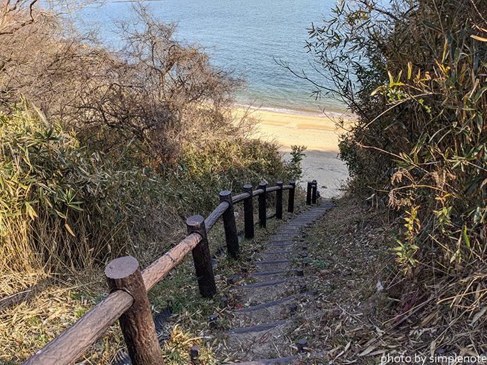 苔陰の井戸から海岸に降りる道